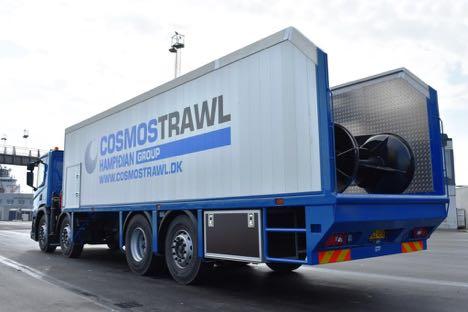 Special-bygget lastbil har greb om trawl