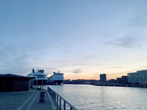 Norgesfærger skal have strøm fra land