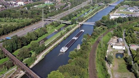 Tyskland vil have flere særtransporter på vandveje og jernbaner
